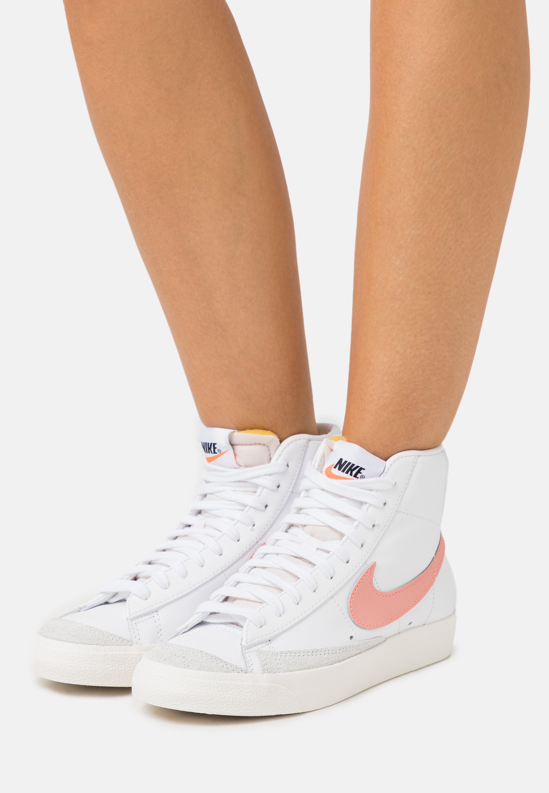 Nike Sportswear BLAZER MID '77 - Baskets montantes - white/atomic ...