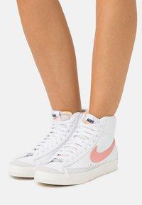 Nike Sportswear - BLAZER MID '77 - Zapatillas altas - white/atomic pink - 1