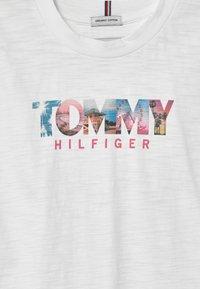 Tommy Hilfiger - PHOTO PRINT - Print T-shirt - white - 2