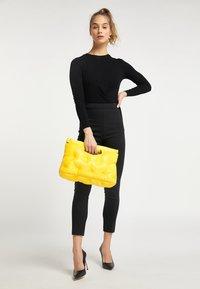 myMo - QUILTED BAG - Handbag - yellow - 1