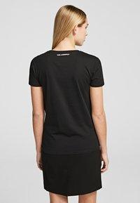 KARL LAGERFELD - T-shirt z nadrukiem - black - 3