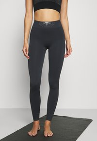 Yogasearcher - GALAXIE - Leggings - lavastone - 0