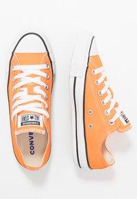 Converse - CHUCK TAYLOR ALL STAR SEASONAL COLOR - Trainers - orange - 1