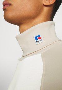 BOSS - BOSS X RUSSELL ATHLETIC TERON - Langarmshirt - open white - 5