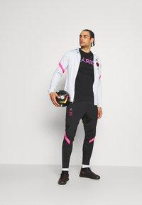 Nike Performance - PARIS ST GERMAIN WORDMARK TEE - Club wear - black - 1