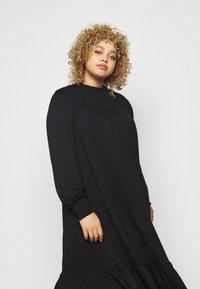 Dorothy Perkins Curve - SHIRRED YOKE DRESS - Robe en jersey - black - 3