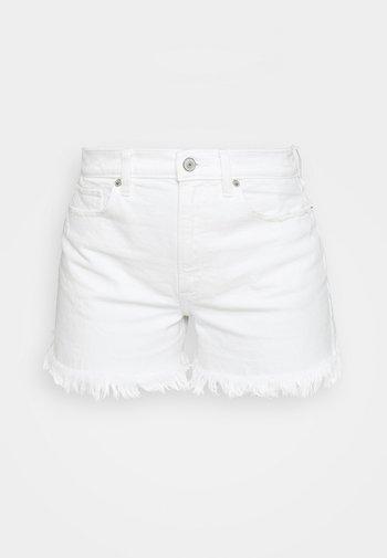 CURVE LOVE HIGH RISE MOM - Denim shorts - white