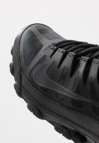 Nike Performance - REAX 8  - Kuntoilukengät - black/anthracite - 5