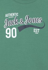 Jack & Jones Junior - JJELOGO TEE NECK - Triko s potiskem - verdant green - 3