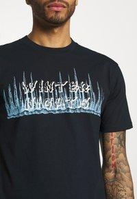 YAVI ARCHIE - WINTER NIGHTS - Print T-shirt - navy - 5