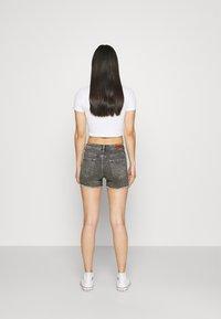 ONLY - ONLBLUSH  LIFE MID - Jeansshorts - medium grey denim - 2