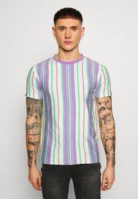 Bellfield - EMBROIDERY LOGO STRIPE TEE - Print T-shirt - lilac - 0