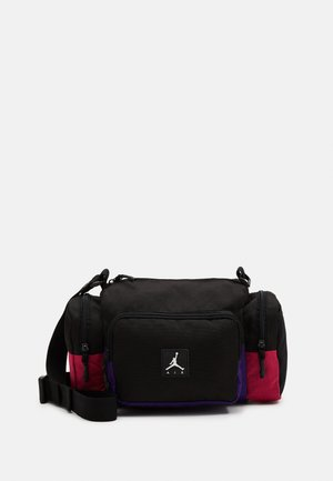 JAN ALL GROUNDS CONVERTIBLE CROSSBODY BAG - Taška s příčným popruhem - black