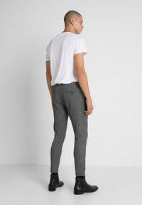 Gabba - PISA ENGLISH - Trousers - grey check - 2