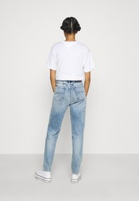 Tommy Jeans - MOM - Relaxed fit jeans - denim light - 2
