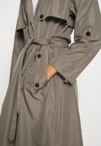 Superdry - CHINOOK FLYAWAY - Trench - bungee cord - 3