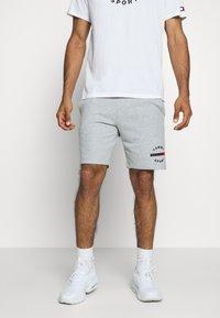 Tommy Sport - PRINTED SHORT - Korte broeken - grey - 0