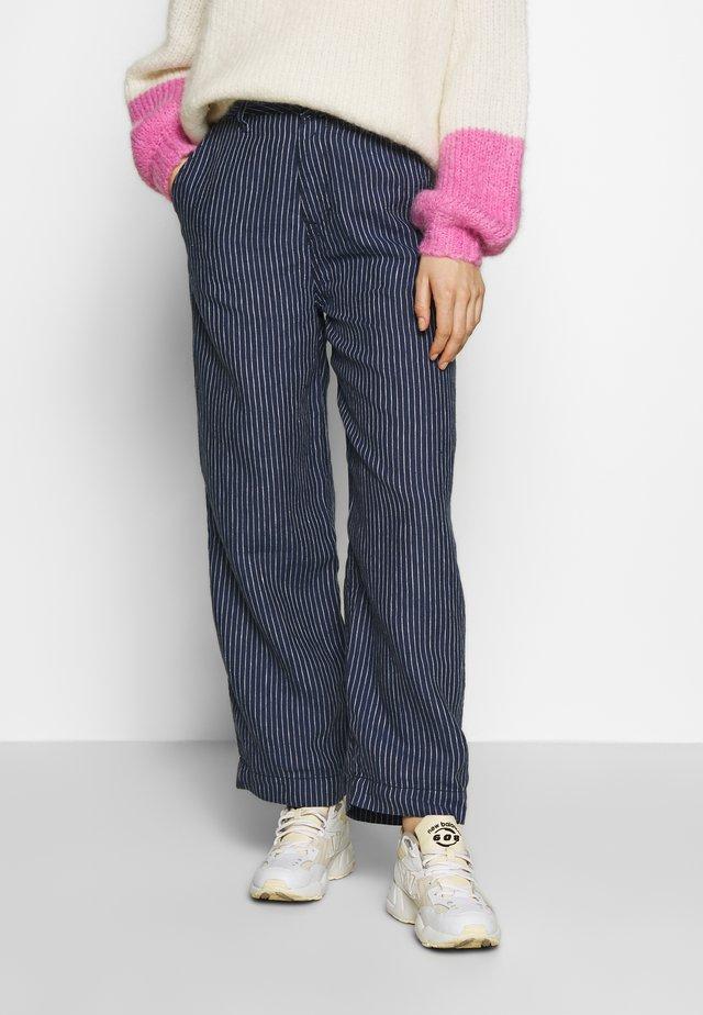 LEILA - Broek - stripe linen indigo