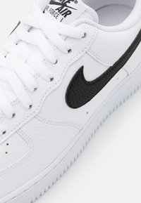 Nike Sportswear - AIR FORCE 1 '07 - Trainers - white/black - 5