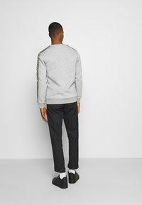 Glorious Gangsta - EMMUS - Sweatshirt - grey - 2