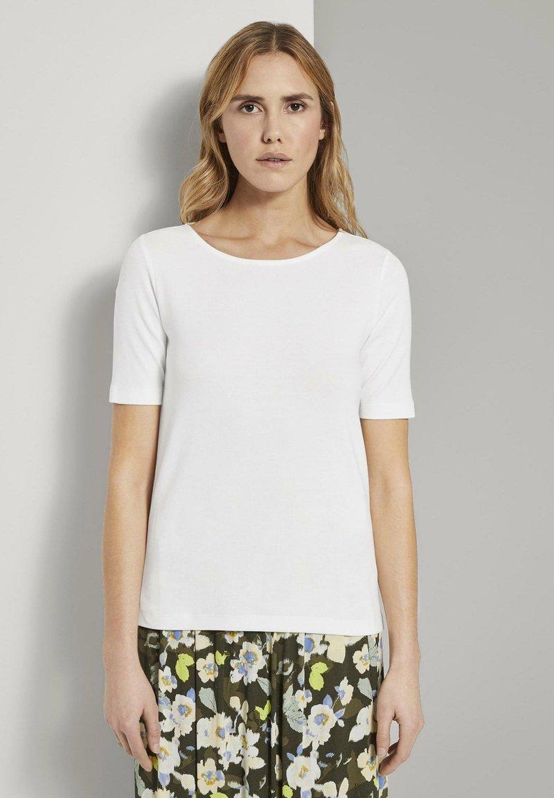 TOM TAILOR - MIT WEITEM AUSSCHNITT - Basic T-shirt - whisper white