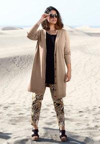 Sara Lindholm - Trousers - schwarz/sand - 4