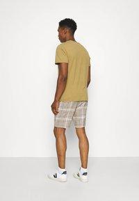 Only & Sons - ONSLINUS CHECK SHORTSDT  - Shorts - chinchilla - 2