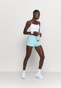 Champion - SHORTS - Pantalón corto de deporte - turquoise - 1