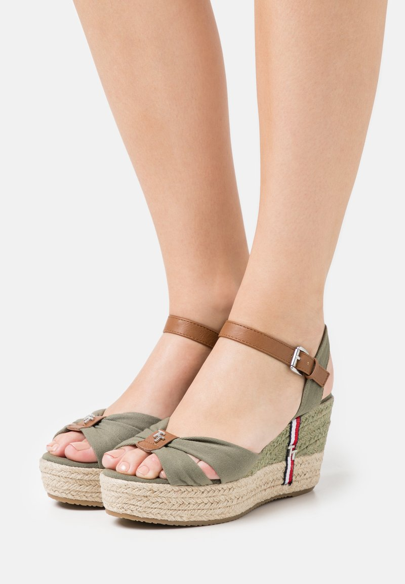 TOM TAILOR - Sandalen met plateauzool - khaki
