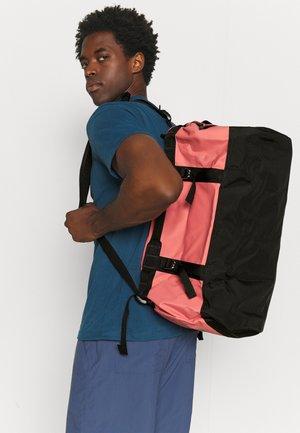 BASE CAMP DUFFEL S UNISEX - Sports bag - faded rose/black