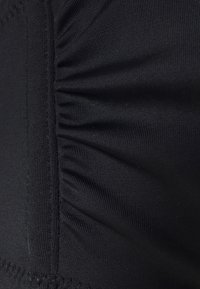 DORINA CURVES - NAKURU - Bikinitop - black - 2