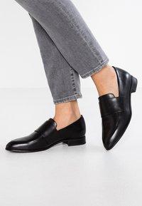Vagabond - Slippers - schwarz - 0