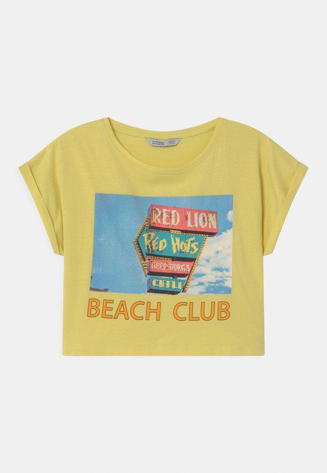 CHARLIE - Print T-shirt - yellow