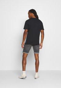 Only & Sons - ONSMAXI LIFE POCKET TEE - Print T-shirt - black - 2