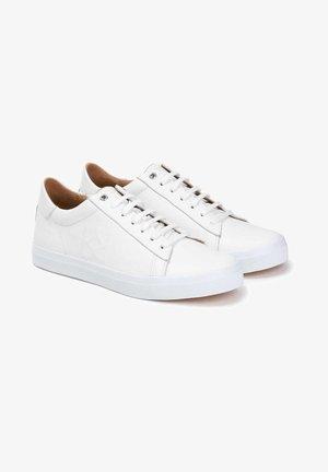 BORNEO - Trainers - white