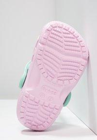 Crocs - FUN LAB CLOG - Pool slides - pink/new mint - 4