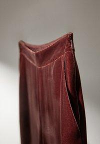 Massimo Dutti - GERADE GESCHNITTENE  - Pantalon classique - bordeaux - 5