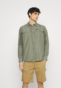 Wrangler - ALL TERRAIN GEAR - Camisa - dusty olive - 0