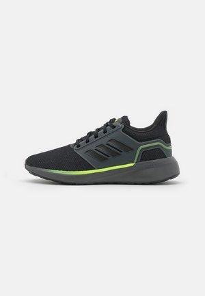 EQ19 WINTER CONTEMPORARY CLOUDFOAM - Obuwie do biegania treningowe - grey six/core black/signal green