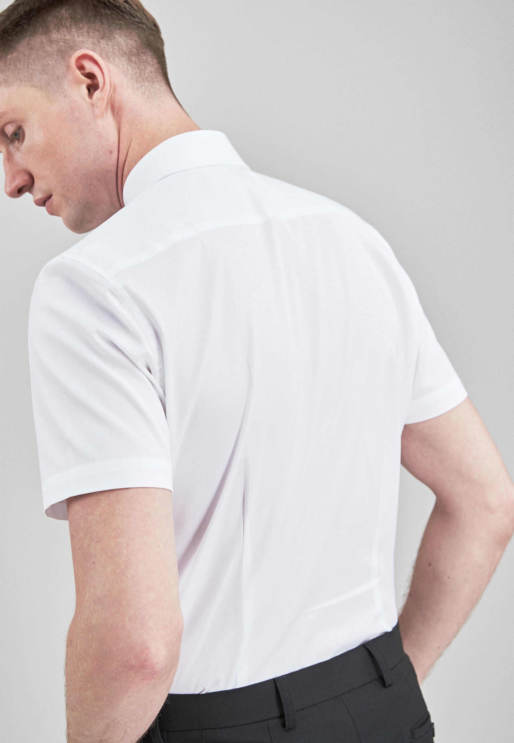 Herren WHITE REGULAR FIT SHORT SLEEVE EASY CARE SHORT SLEEVE SHIRT - Hemd