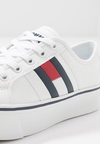 Tommy Jeans - FLATFORM FLAG  - Baskets basses - white - 2