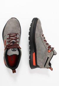 Timberland - FIELD TREKKER - Sneakersy niskie - medium grey - 1