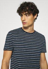 TOM TAILOR - MULTI STRIPED - T-shirts print - blue/off white - 3