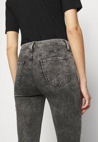J Brand - ALANA HIGH RISE CROP SKINNY - Skinny džíny - radical - 5
