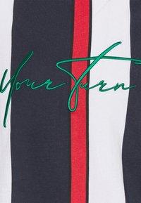 YOURTURN - UNISEX - Print T-shirt - blue/red/white - 6