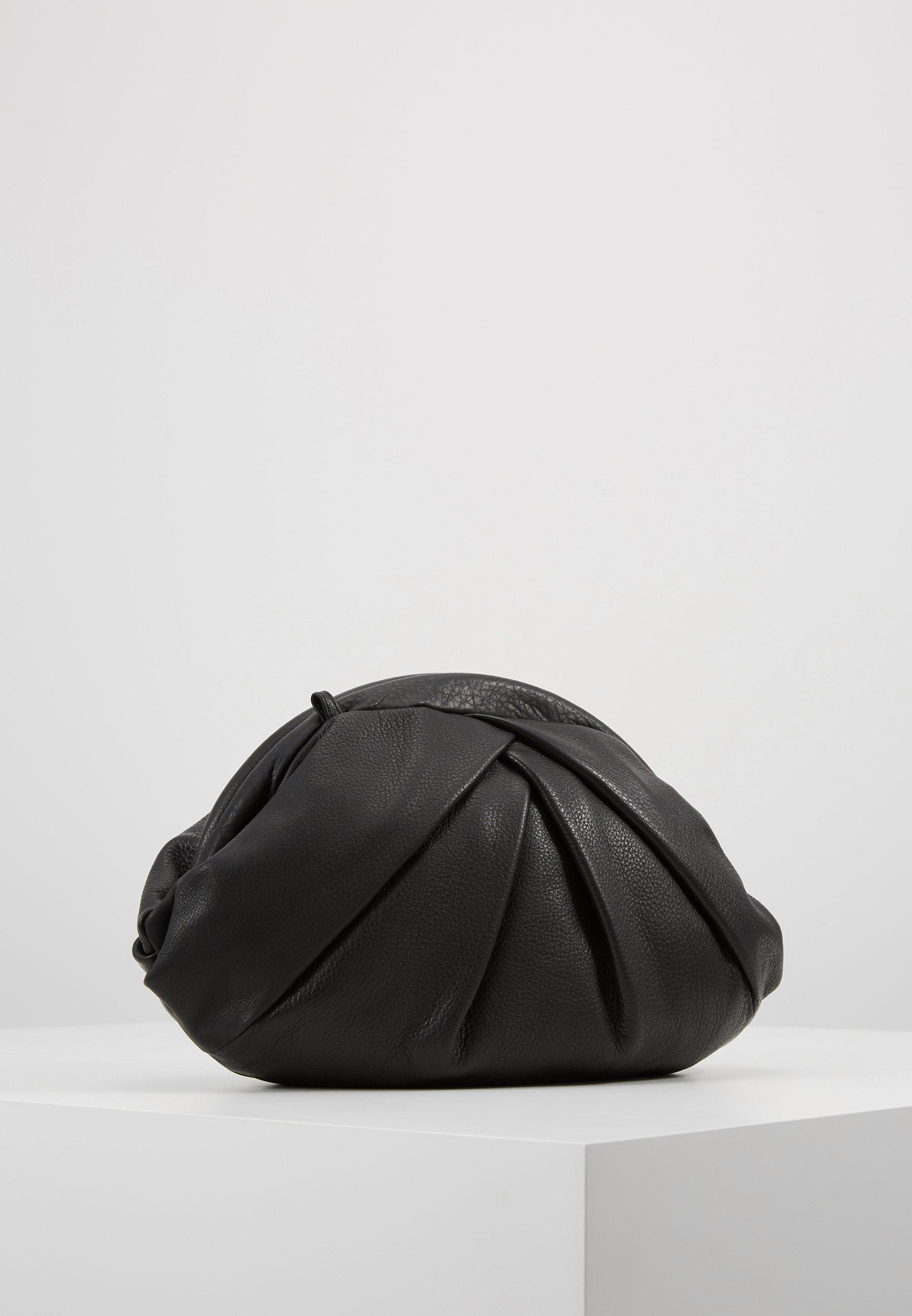 Núnoo Saki - Clutches Black