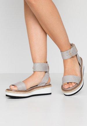 Sandály na platformě - grey
