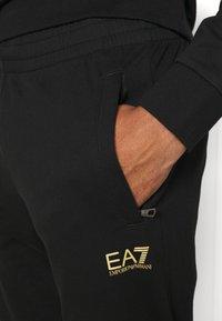 EA7 Emporio Armani - SET - Collegepaita - black/gold-coloured - 5