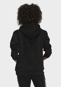 adidas Originals - ORIGINALS ADICOLOR SWEATSHIRT HOODIE - Bluza z kapturem - black - 1