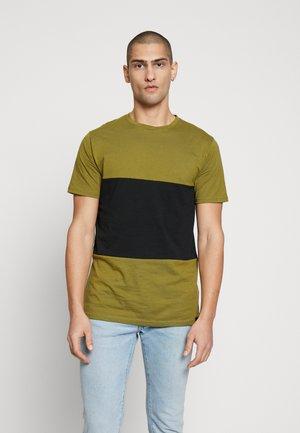 TONI - T-shirt imprimé - olive/black
